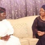 Mr. Babatunde Fashola condoling with widow of Late Vice Admiral Mike Akhigbe, Mrs Josephine Akhigbe