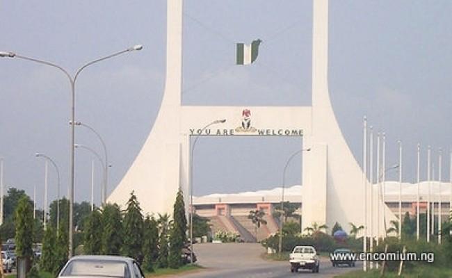 1-800px-Abuja_gate1