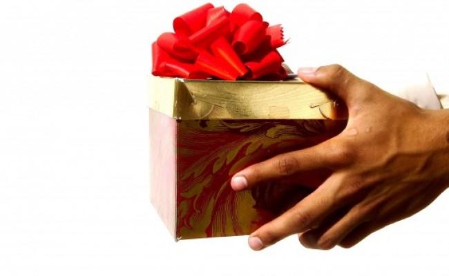 Gift-Giving-660x330