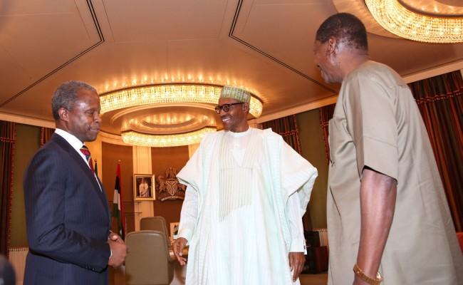 President Muhammadu Buhari (M) flanked by Vice President Prof Yemi Osinbajo and General Overseer, Redeemed Christian Church of God (RCCG), Pastor Enoch Adejare Adeboye