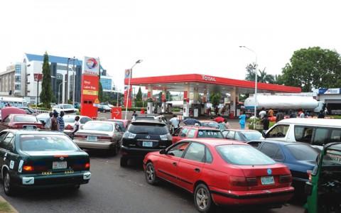 Motorist-queue-for-fuel-in-Abuja...-on-Sunday1