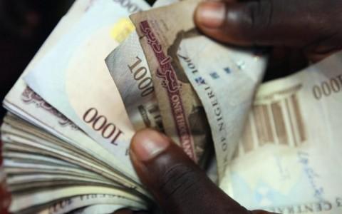 naira-counting