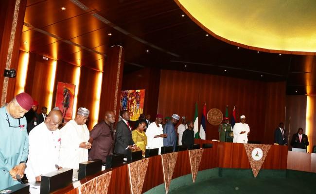 R-L; President Muhammadu Buhari, Vice President Prof Yemi Osinbajo, SGF Engr Babachir David Lawal, Chief of Staff Mallam Abba Kyari, Head of Civil Service, Mrs Winifred Oyand State Governors