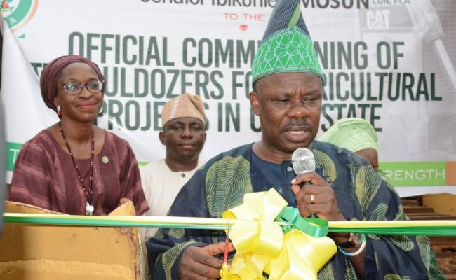 R-L Ogun State Governor, Senator Ibikunle Amosun, Commissioner for Agriculture, Mrs. Adepeju Adebajo and Speaker, Ogun State House of Assembly, Rt. Hon. Suraj Adekunbi